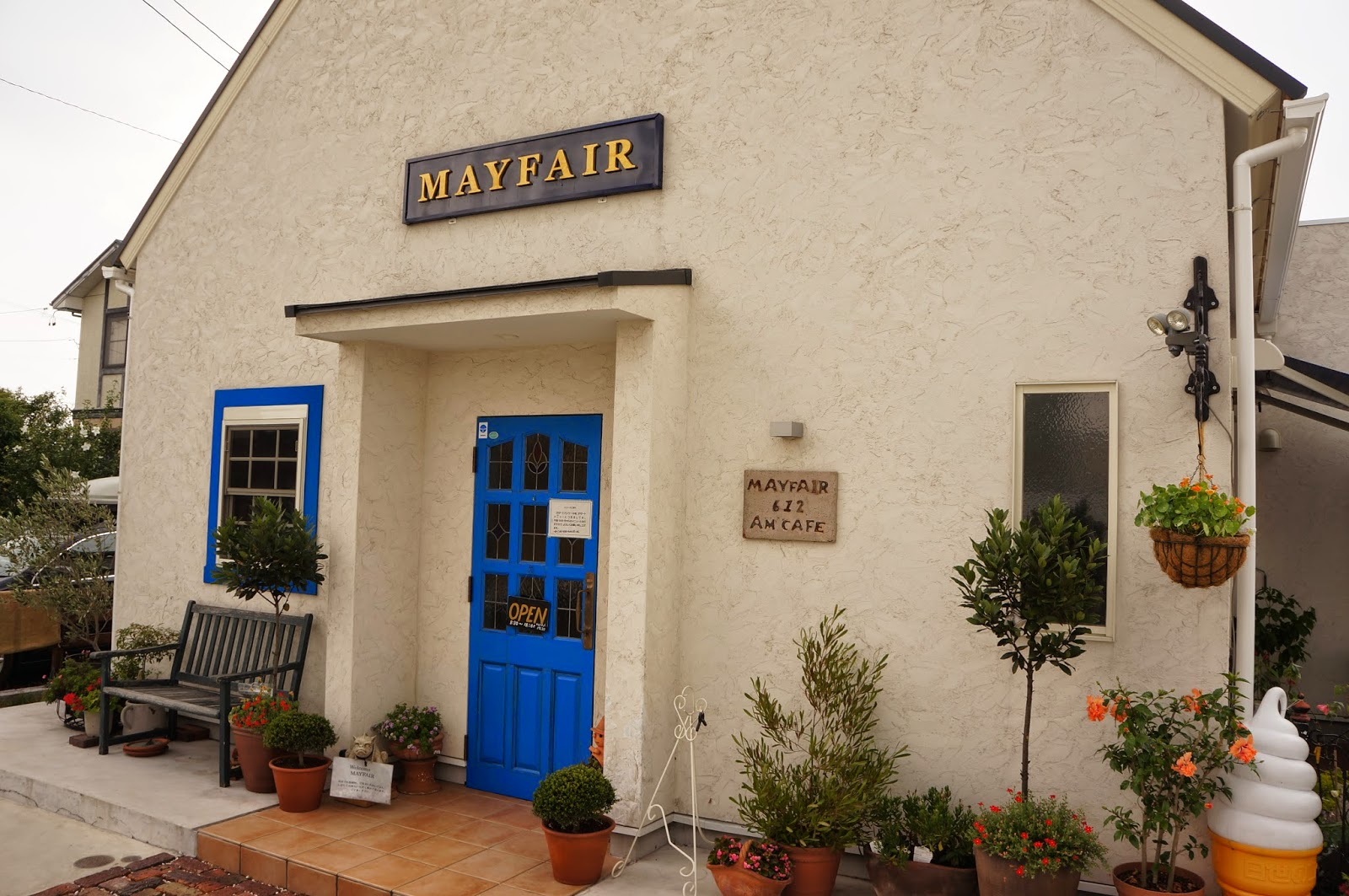 MAY FAIR am café