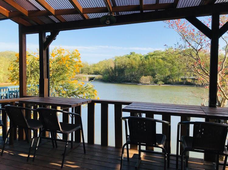 Pondside Cafe