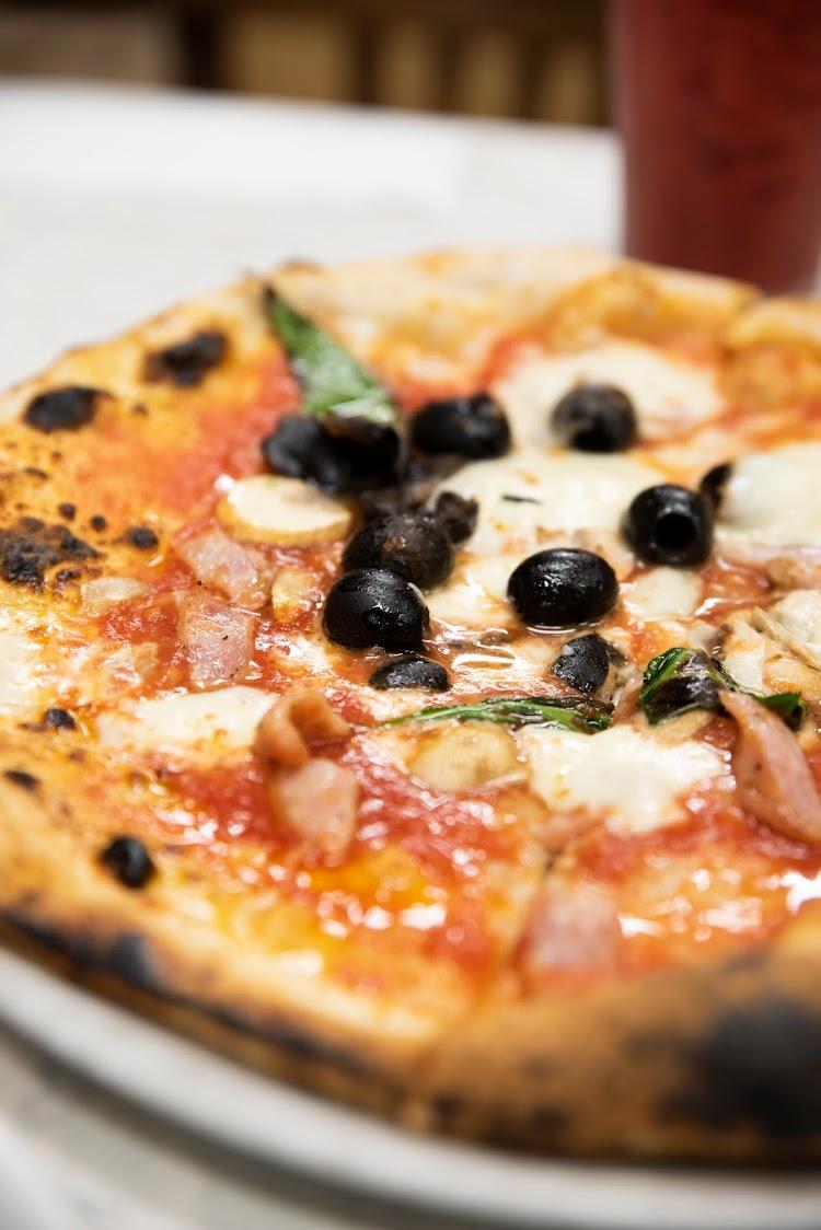 Pizzeria e trattoria da ISA ダ・イーサ